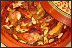 Deze tajine moet je echt een keer proberen, een heerlijke kruidige en zoete smaak mmmm. Ik serveer hem met couscous met amandelschaafsel... Wok, Tagine Cooking, My Recipes, Dinner Recipes, Curry, Good Food, Yummy Food, Food Platters, Arabic Food