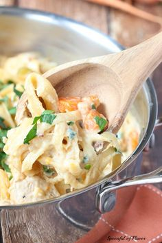 One Pot Creamy Chicken Pasta - chicken, fresh vegetables, pasta and creamy sauce create a one pot meal the entire family will love! #onepot #dinner