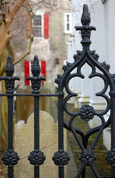 wrought iron - Charleston SC--low fence in front? not sure about budget. no wooden privacy fence Front Yard Fence, Low Fence, Small Fence, Horizontal Fence, Farm Fence, Fence Gate, Metal Fence, Fence Stain, Stone Fence
