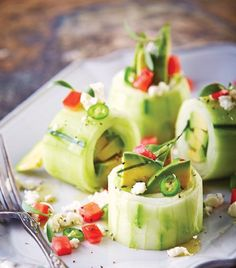 """""""Rollo de aguacate fresco"""" Vegetarian Recipes, Cooking Recipes, Healthy Recipes, Clean Eating, Healthy Eating, Foods With Gluten, Weight Watchers Meals, Light Recipes, Healthy Nutrition"""