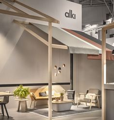 For the last Maison&Objet trade fair in Paris, the Iratzoki Lizaso Studio designed the stand for Alki along the lines of a meeting place, like a village square. Display Design, Store Design, Cafe Interior, Interior Design, Exhibition Booth Design, Exhibition Stands, Exhibit Design, Architecture Design, Furniture Showroom