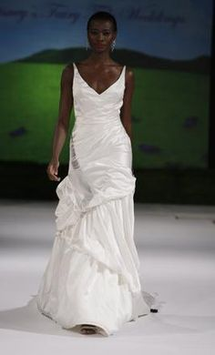 New With Tags Kirstie Kelly Wedding Dress Size 8    Get a designer gown for (much!) less on PreOwnedWeddingDresses.com
