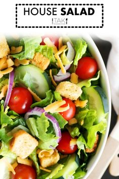 Easily make your favorite restaurant's House Salad at home! Quick and easy answers for what goes in a House Salad and dressings you can serve with it. Lettuce Salad Recipes, Side Salad Recipes, Green Salad Recipes, Salad Recipes For Dinner, Healthy Salad Recipes, Salad With Romaine Lettuce, Vegetable Salad Recipes, Arugula Salad, Lunch Recipes