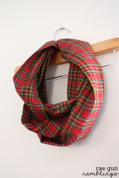 10 Minute Infinity Scarf Tutorial. Great beginning sewing project - Rae Gun Ramblings