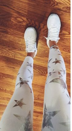 shoes - White leggings with stars Inspiring Ladies Trendy Outfits, Summer Outfits, Cute Outfits, Fashion Outfits, Womens Fashion, Gym Outfits, Lulu Fashion, Lazy Outfits, Athleisure Outfits