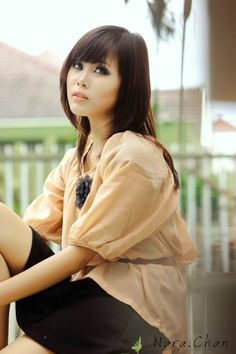 Hitomi tanaka shirt button
