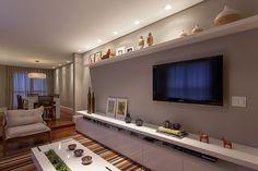 Decoração de: Sala de estar; rack branco; Casa de Valentina