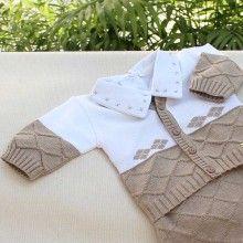 Uma saída de maternidade cappuccino para dar ainda mais elegância ao seu bebê! <3 <3 <3 #enxovaldebebe #enxoval #saidadematernidade #maternidade #fashionbaby Knitted Rug, Picnic Blanket, Outdoor Blanket, Baby Born, Prince Charming, Baby Booties, Baby Patterns, Knits, Craft Ideas
