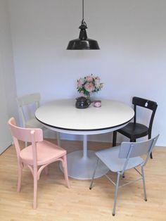 frisch aus der werkstatt esstisch mit gedrechselten. Black Bedroom Furniture Sets. Home Design Ideas