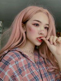 ˏˋ ˎˊ` `ˏˋpeopleˎˊ` in 2019 Aesthetic Makeup, Aesthetic Girl, Beauty Makeup, Hair Makeup, Hair Beauty, Cute Korean Girl, Asian Girl, Grunge, Korean People