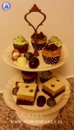 Hightea met chocolade, cupcakes en chocolate coated peanutbutter brownies...
