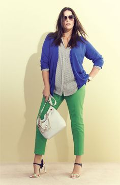 You can do the exact same thing with a female suit that consists of a pair of green pants, a polka dot shirt and a puprle blazer or cardigan. It is one of the most chic and stylish work outfits… Continue Reading → Plus Size Girls, Plus Size Women, Plus Size Fashion For Women, Plus Fashion, Womens Fashion, Mode Xl, Looks Style, My Style, Moderne Outfits