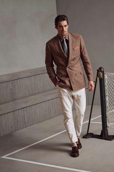 Brunello Cucinelli Spring 2018 Menswear Fashion Show Collection Dapper Gentleman, Gentleman Style, Male Fashion Trends, Mens Fashion, Fashion Ideas, Vogue Paris, Mens Linen Jackets, Brown Sport Coat, Best Dressed Man