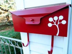 my mailbox could definitely use a makeover...even if its just paint.  but the stencil/silhouette transfer is a nice touch.