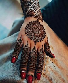 Lovely henna design by Love how lush and round the dots are! Looks almost like jewelery! Round Mehndi Design, Indian Mehndi Designs, Mehndi Designs 2018, Mehndi Designs For Girls, Modern Mehndi Designs, Mehndi Design Photos, Beautiful Henna Designs, Beautiful Mehndi, Mehndi Images