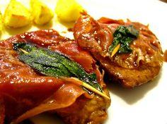 El Saltimbocca Alla Romanauna es una receta italiana a base de bifés de carnes acompañada de otros exquisitos ingredientes, combina este plato con Pastas Monticello.