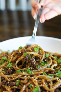 Mongolian Ground Beef Noodles - Jen Around the World - Healthy Beef Recipes Healthy Ground Beef, Healthy Beef Recipes, Ground Beef Recipes For Dinner, Quick Dinner Recipes, Asian Recipes, Cooking Recipes, Best Ground Beef Recipes, Ground Beef Meals Healthy, Ground Hamburger Recipes