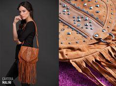 ¡Los #flecos están de #moda! La Cartera Malini, de cuero y gamuza, te ayuda a llevar tendencias de pasarela como los flecos, el color suela y las tachas a tus looks de todos los días. Bags, Fashion, Female Clothing, Bangs, Walkway, Spring Summer, Purses, Leather, Handbags