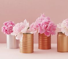 DIY centerpiece of pink peonies in spray-painted cans Table Arrangements, Flower Arrangements, Diy Centerpieces, Table Decorations, Centerpiece Flowers, Table Flowers, Wedding Decorations, Spray Paint Cans, Colorful Roses