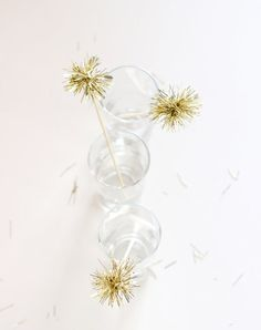 8 Simple and Gorgeous New Year's Party Craft Ideas New Year's Eve Crafts, Easy Crafts, Easy Diy, Simple Diy, New Years Eve Events, Marzipan Fruit, Metal Coat Hangers, Bubble, Paper Stars