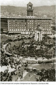 1929. Plaça Espanya amb l'Hotel construït per acollir la gent de l'Exposició Universal