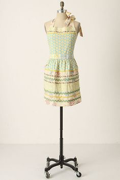 I WANT THISSS Sewing Basket Apron #anthropologie