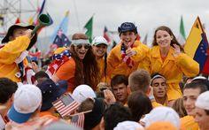 Norte-americanos posam para foto no primeiro dia da JMJ no Rio de Janeiro