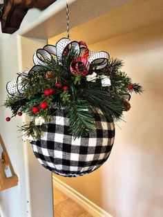 Christmas Ornament Crafts, Noel Christmas, Christmas Projects, Holiday Crafts, Christmas Wreaths, Holiday Decor, Christmas Hanging Baskets, Outdoor Christmas, Christmas Christmas
