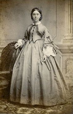 Landofnodstudio's: Free Photo Friday~Women from the Civil War period. Historical Costume, Historical Clothing, Old West, Vintage Photographs, Vintage Photos, Antique Photos, Photos Du, Old Photos, Belle Epoque