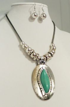 Cowgirl Bling Silver Turquoise Artsy Western style necklace set Native Gypsy OUR PRICES ARE WAY BELOW RETAIL! ALL JEWELRY SHIPS FREE! baha ranch western wear www.baharanchwesternwear.com ebay seller id soloedition