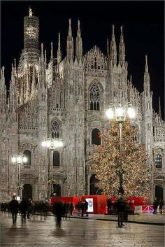 Piazzo Duomo, Milan, Italy by Gio Dong Milan Cathedral, Cathedral Church, The Places Youll Go, Places To See, Beautiful Buildings, Beautiful Places, Christmas In Italy, Italy Pictures, Reisen In Europa