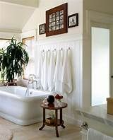 Bathroom towel decor ideas towel hanging ideas amazing beautiful bathroom towel display and arrangement ideas of decorating wall towel storage ideas Modern Country Bathrooms, Modern Baths, Cottage Bathrooms, Small Bathrooms, Modern Room, Modern Bathroom, Towel Storage, Towel Hooks, Hanging Towels