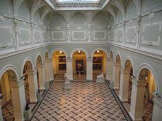 Museum_of_Fine_Arts,_Budapest,_inner_detail.jpg (4000×3000)