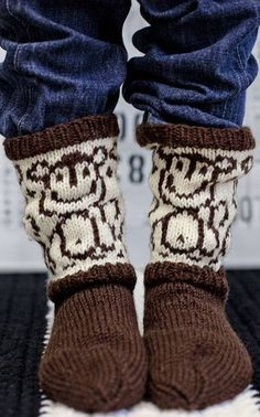 Suurenna kuva Fair Isle Knitting, Knitting Socks, Baby Knitting, Crochet Shoes, Knit Crochet, My Socks, Yarn Crafts, Sock Shoes, Kids Wear