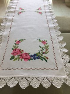 1 million+ Stunning Free Images to Use Anywhere Cross Stitch Rose, Cross Stitch Charts, Cross Stitch Embroidery, Cross Stitch Patterns, Crochet Patterns, Hobbies And Crafts, Diy And Crafts, Free To Use Images, Crochet Tablecloth