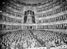 A NIGHT AT THE OPERA. Teatro de São Carlos - Lisboa, 1936 | São Carlos Theatre - Lisboa, 1936.