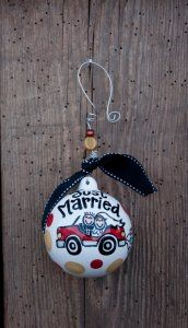 Just Married Ornament All Things Christmas, Christmas Time, Christmas Bulbs, Our Wedding, Wedding Gifts, Wedding Stuff, Personalized Ornaments, Personalized Gifts, Just Married