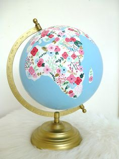 Hand Painted World Globe by PoppysandPaisley on Etsy Globe Crafts, Map Crafts, Cute Crafts, Globes Terrestres, World Globes, Globe Art, Map Globe, Painted Globe, Hand Painted
