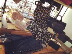 Angolini romantici #primavera2016 #newcollection #blu #jeans #flowers #froufrou #clutch #rosapastello #abitino #shopping #outfit #lapulcedilulu #viaroma #pennabilli #rimini by la_pulce_di_lulu