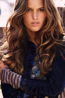 love the color & wavy hair style