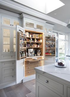 Modern Kitchen Design 42 Drop-Dead Gorgeous Traditional Kitchen Ideas - Check out these 42 eye-catchingly beautiful traditional kitchen concepts. Kitchen Pantry Design, Home Decor Kitchen, Rustic Kitchen, Kitchen Interior, New Kitchen, Kitchen Ideas, Kitchen Organization, Pantry Ideas, Awesome Kitchen
