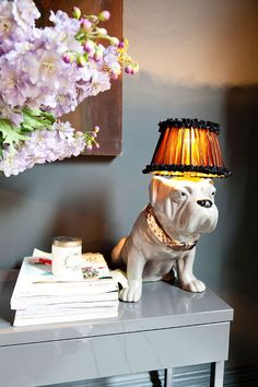 English bulldog lamp......discovered pin via Etxekodeco: Una casa con mucho sentido del humor