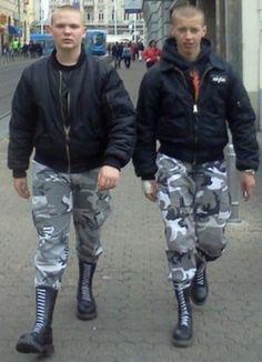 Simple, Don't look. Skinhead Men, Skinhead Boots, Skin Head, Cute Gay, Hot Boys, Leather Men, Black Boots, Sexy Men, Mens Fashion