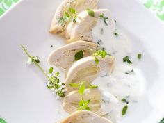 Hühnerbrust mit Kräuterjoghurt ist ein Rezept mit frischen Zutaten aus der Kategorie Hähnchen. Probieren Sie dieses und weitere Rezepte von EAT SMARTER!