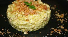Risotto con crema di zucchine, taleggio e crumble di pane di Altamura profumato al bacon