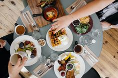 If you want to enjoy a top-notch breakfast or brunch near your Vegas home, you'll want to read this. Discover the 9 best breakfast and brunch spots in the area. Breakfast Bagel, Best Breakfast, Breakfast Recipes, Morning Breakfast, Stop Overeating, Overeating Disorder, Intuitive Eating, Recipe Of The Day, Eat Healthy