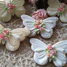 Butterflies Gingerbread butterfly cookies decorated with piped royal icing, and a sparkling of pixie dust Cookies Cupcake, Fancy Cookies, Iced Cookies, Cute Cookies, Easter Cookies, Royal Icing Cookies, Heart Cookies, Cookie Favors, Valentine Cookies