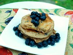 The Realistic Nutritionist: Whole Wheat Blueberry Banana Pancakes