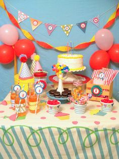 Retro birthday table