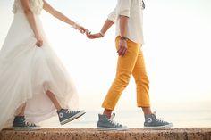 話題の結婚式アイデア|おしゃれなプレ花嫁の結婚式準備ウェディングソムリエ Couple Photoshoot Poses, Couple Photography Poses, Couple Posing, Couple Shoot, Pre Wedding Shoot Ideas, Cute Wedding Ideas, Pre Wedding Photoshoot, Wedding Photo Images, Wedding Couple Photos